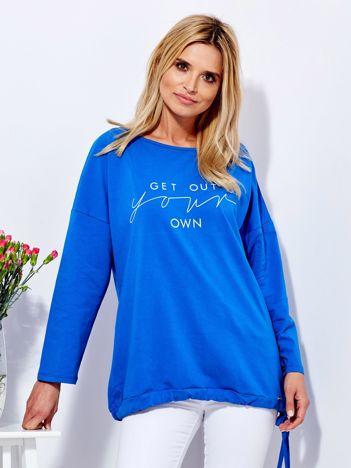 Bluza niebieska z napisem i wiązaniem na dole