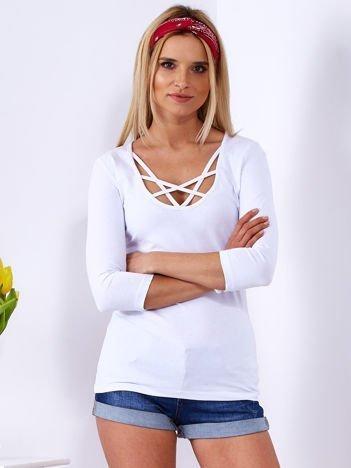 Bluzka damska biała z cienkimi paseczkami przy dekolcie