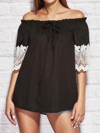 Bluzka damska z koronkowymi rękawami czarna