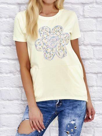 Bluzka z haftowanym kwiatem i kieszeniami żółta