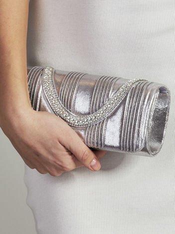 Błyszcząca kopertówka z biżuteryjnym paskiem srebrna