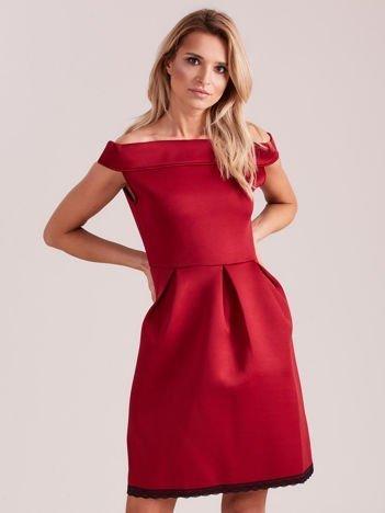 Bordowa rozkloszowana sukienka z pianki