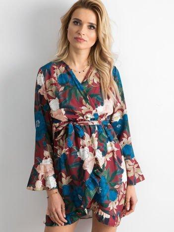 Bordowa sukienka w kolorowe kwiaty