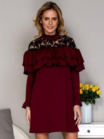 Bordowa sukienka z koronkową wstawką