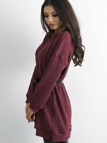 Bordowy dłuższy sweter oversize w prążek
