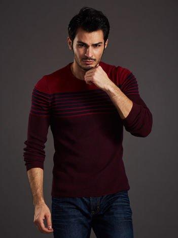 Bordowy sweter męski w poziome paski