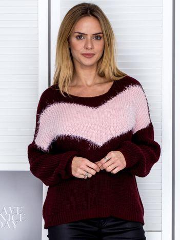 Bordowy sweter z pastelowym modułem