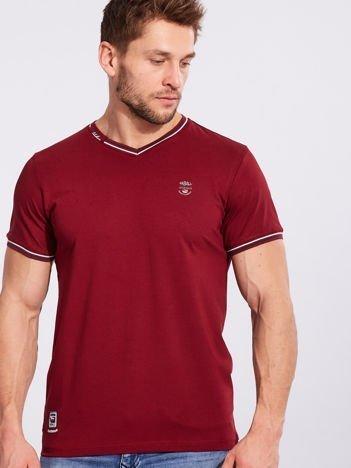 Bordowy t-shirt męski z dekoltem w serek