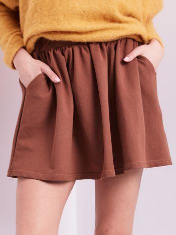 Brązowa rozkloszowana dresowa spódnica z kieszeniami