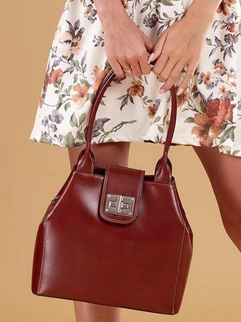 Brązowa skórzana torba damska z ozdobnym zapięciem