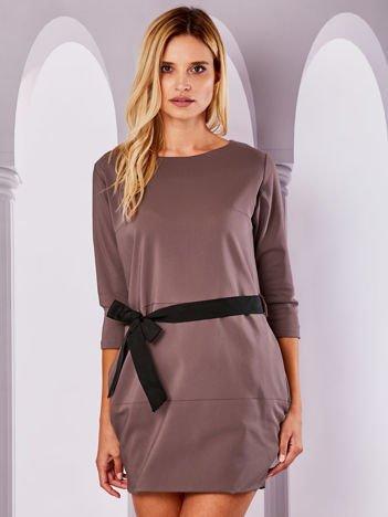 Brązowa sukienka bombka z wiązaniem