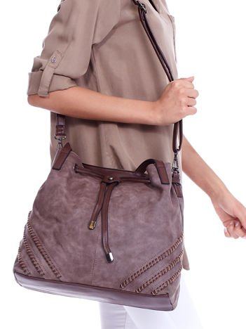 Brązowa torba z ozdobną plecionką