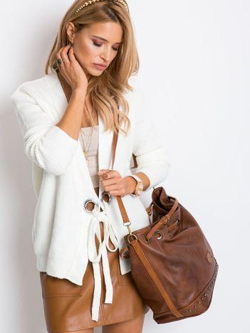 Brązowa torba ze ściągaczem