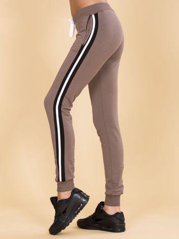 Brązowe damskie spodnie dresowe z lampasami