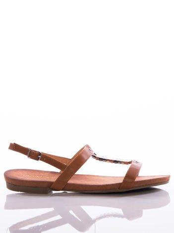 Brązowe sandały Sabatina z ozdobnymi blaszkami na przodzie