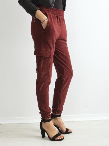 Brązowe sztruksowe spodnie z kieszeniami cargo