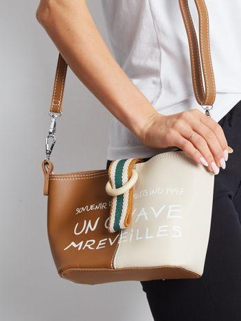 Brązowo-beżowa torebka z napisem