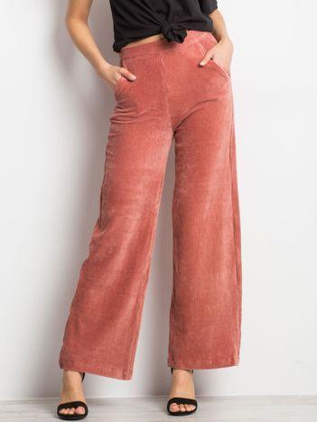 Brązowo-różowe spodnie Steer