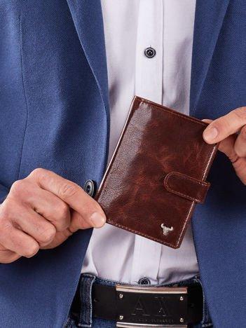 Brązowy męski portfel z klapką