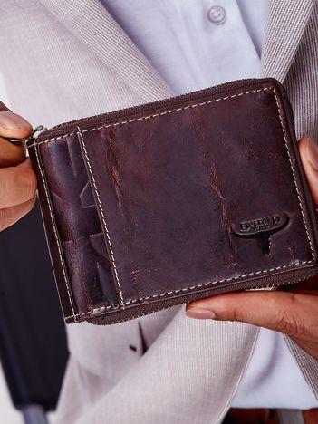 Brązowy portfel męski skórzany z pionowym tłoczeniem