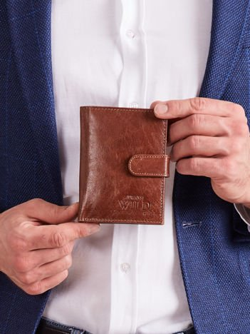 Brązowy skórzany portfel męski zapinany na napę