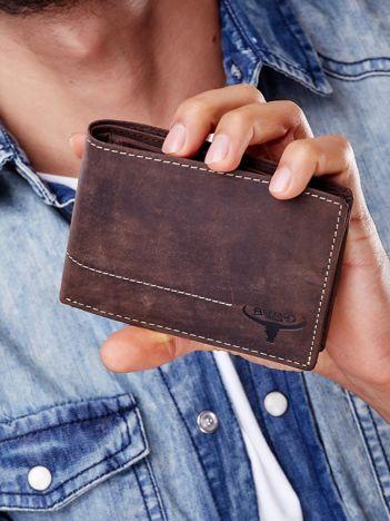 Brązowy skórzany portfel z poziomym przeszyciem