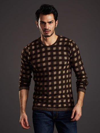 Brązowy sweter męski w pleciony wzór