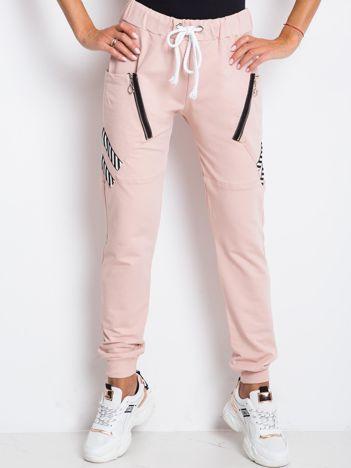 Brudnoróżowe spodnie Texture