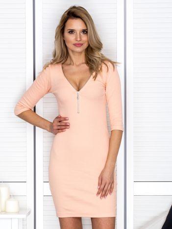 Brzoskwiniowa sukienka w prążek z suwakiem