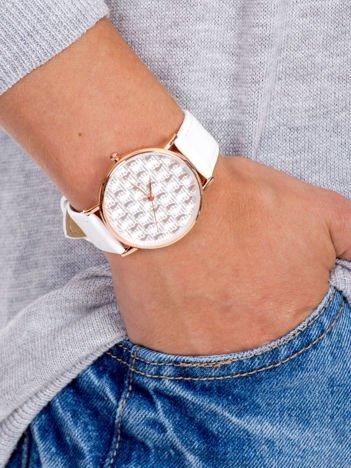 COLORED FOOTPRINTS Biały Damski Zegarek Z Kolorowymi Śladami Stóp