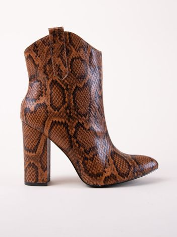 Camelowe botki w wężowy wzór z noskiem w szpic