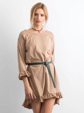 Ciemnobeżowa sukienka z falbanami
