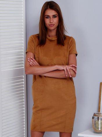 Ciemnobeżowa sukienka z imitacji zamszu z kieszonkami