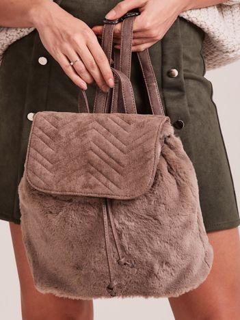 Ciemnobeżowy futrzany plecak