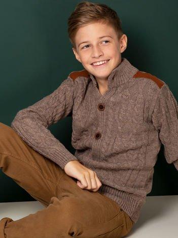 Ciemnobeżowy zapinany sweter dla chłopca w warkocze