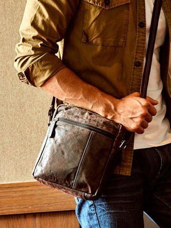 Ciemnobrązowa torba męska z przetarciami