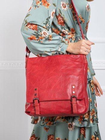 Ciemnoczerwona torba na ramię