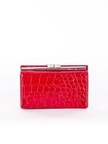 Ciemnoczerwony lakierowany portfel damski z motywem skóry krokodyla