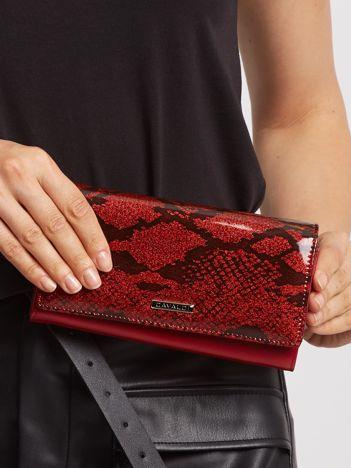 Ciemnoczerwony lakierowany portfel ze skóry