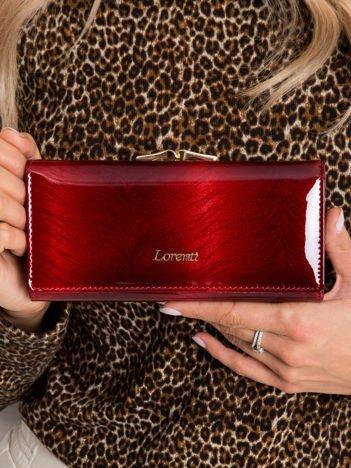 Ciemnoczerwony portfel lakierowany ze skóry
