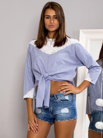 Ciemnoniebieska bluzka w paski z wiązaniem