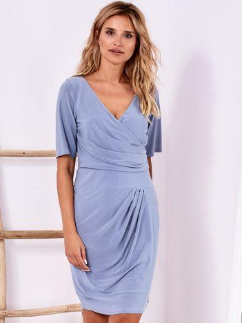 Ciemnoniebieska drapowana sukienka z kopertowym dekoltem PLUS SIZE