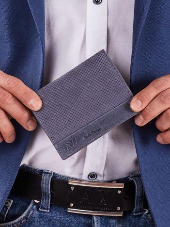 Ciemnoniebieski skórzany portfel męski z motywem plecionki