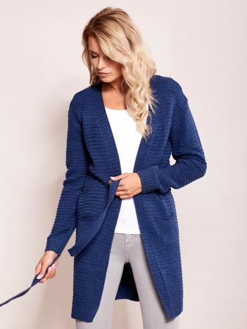 Ciemnoniebieski sweter w prążki