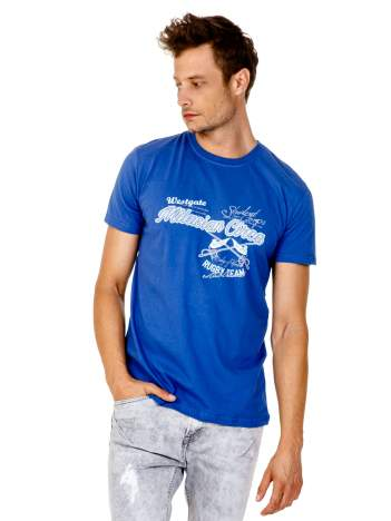 Ciemnoniebieski t-shirt męski z nadrukiem napisów w sportowym stylu
