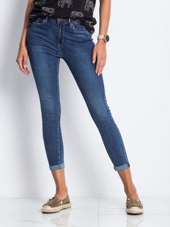 Ciemnoniebieskie jeansy Deluxe