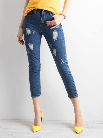 Ciemnoniebieskie spodnie ankle jeans z przetarciami