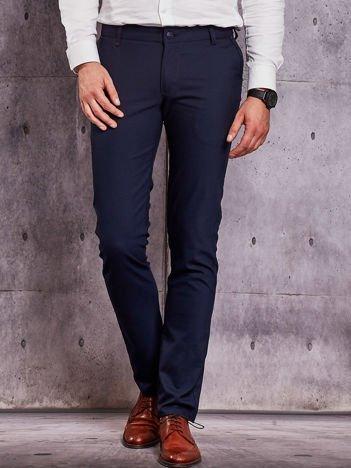 Ciemnoniebieskie spodnie męskie w delikatny wzór