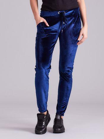 Ciemnoniebieskie spodnie welurowe