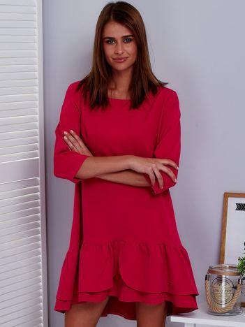 Ciemnoróżowa sukienka z warstwową falbaną